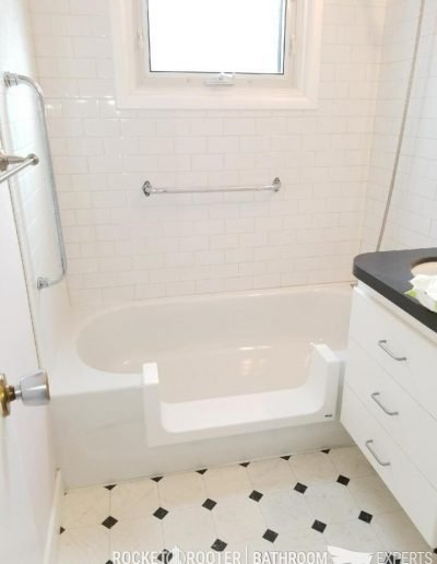 Step_In_Tub_in_Condo_Winnipeg_Rocketrooter_Bathroomexperts_01